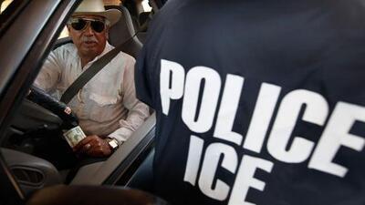 ICE contrata un servicio que le da acceso a datos de millones de placas de auto para investigar a los inmigrantes