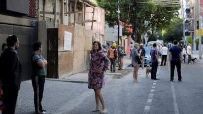 Mexicanos salen aterrorizados a las calles tras sentir un temblor de 5.7 grados de magnitud