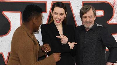 Actores de 'Star Wars: The Las Jedi' dan detalles de la cinta y se aventuran a hablar español