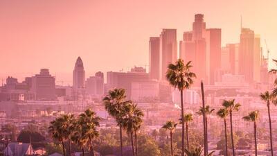 KTNQ 1020 AM en Los Ángeles, personal y diferente.