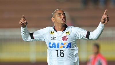Atlético Paranaense gana al Fuminense y escala posiciones en Brasil