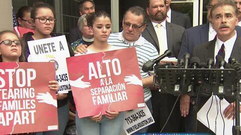 Familia hispana de Houston interpone una demanda federal para que el padre no sea deportado