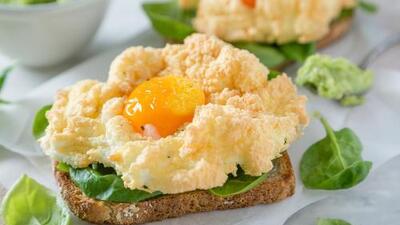 Huevos, ¿sí o no? 5 alimentos que han pasado de héroes a villanos o viceversa