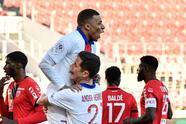 Moise Kean (6') hizo el primero de los parisinos. Kylian Mbappé marcó desde los once pasos a los 32' y creció la diferencia a los 51'. Danilo Pereira (82') hizo el cuarto gol. PSG llegó a 57 unidades y dormirán como sublíderes de la Ligue 1; en su siguiente compromiso enfrentarán al Bordeaux.