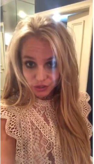 """Cuando  <b>Britney Spears</b> se recluyó en un centro de salud mental,  <b><a href=""""https://www.dailymail.co.uk/tvshowbiz/article-6883475/Britney-Spears-checks-mental-health-facility-amid-father-Jamies-illness.html"""">diferentes medios como The Daily Mail</a></b>, aseguraron que el ingreso había sido por voluntad de la cantante."""