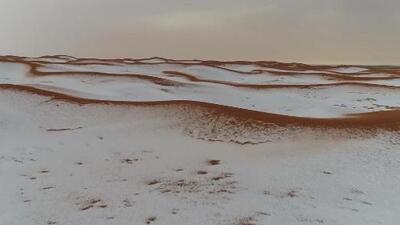 Nieve en el desierto, la insólta imagen que dejan las tormentas de granizo en Arabia Saudita