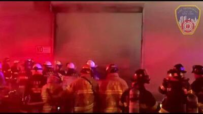 Incendio en el Bronx deja a cinco bomberos lesionados