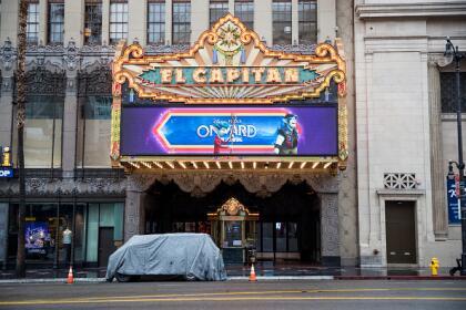 Si querías corroborar que el legendario teatro hollywoodense estaba completamente cerrados, te compartimos la foto.