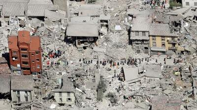 Al menos 250 muertos tras un devastador terremoto que estremeció el centro de Italia