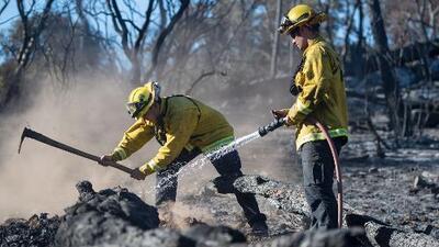 Incendio en Oroville, California, ha consumido 41 casas y aún no logran controlarlo