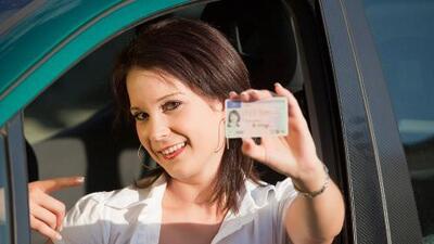 Ayudan a indocumentados a prepararse para el examen de conducir