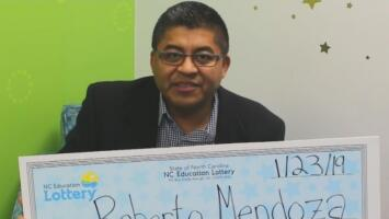 Un chef salvadoreño gana la lotería y decide compartir su premio con miles de desconocidos