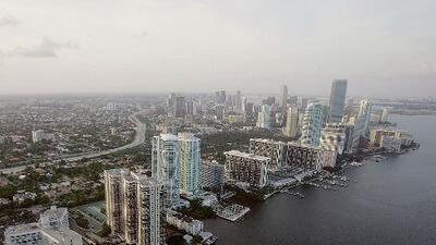 Cielo mayormente nublado y lluvias para este viernes en Miami