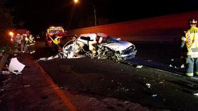 Una mujer manejaba alcoholizada y en sentido contrario, pero logró salir caminando de este accidente