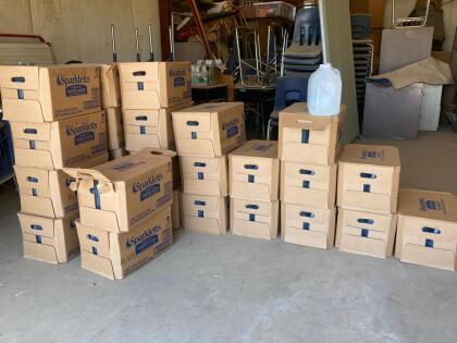 En la comunidad rural de Teviston, perteneciente al condado de Tulare sus  <b>residentes se han quedado sin una gota de agua </b>en días pasados. Según las autoridades se debe a problemas relacionados con el pozo que distribuye el líquido a esta comunidad. Por lo que se les entregan  <b>galones de agua para poder sobrevivir. </b> <br>
