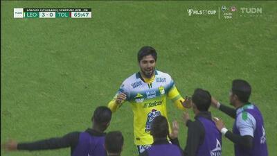 ¡Iván Ochoa pone la última estocada! León ya vence a Toluca 3-0