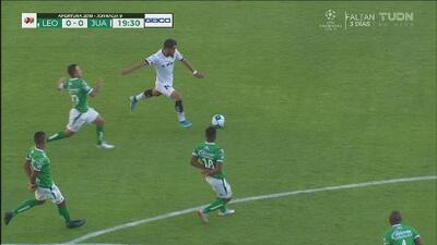 Juárez le juega de igual a igual a León y toca a su puerta