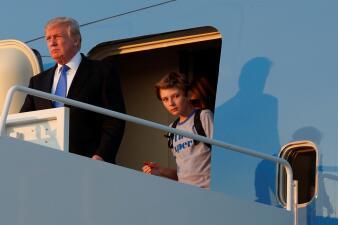 En fotos: La esperada llegada de Melania y Barron Trump a la Casa Blanca