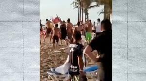 ¡Todos contra todos! Fans de Chivas arman trifulca en playas de Mazatlán