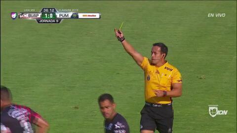 Tarjeta amarilla. El árbitro amonesta a Maza Rodríguez de Lobos BUAP