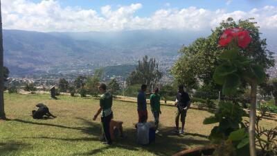 Medellín crea granjas comunitarias para sacar a los indigentes de la calle