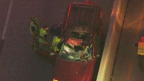 Conductor hispano muere al caerle una llanta de otra camioneta en el centro de Houston