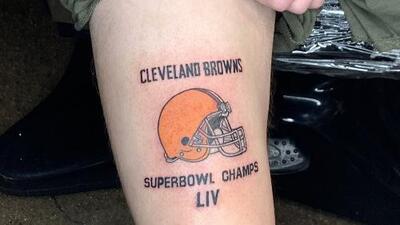 Fan se hace tatuaje de los Browns campeones del Super Bowl LIV