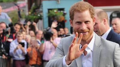 """Mira cómo el """"papacito"""" del príncipe Harry ha movilizado latinos hasta Windsor"""