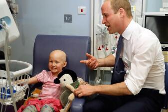 En fotos: El encuentro del Príncipe William y Daisy Wood, una paciente con leucemia de seis años