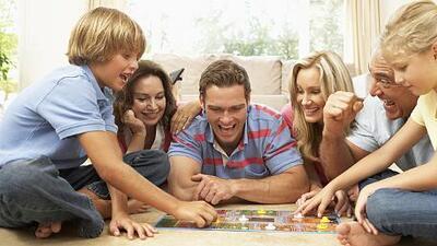 Juegos para compartir en familia y mejorar la convivencia | Estilo ...