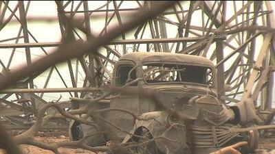 Familias regresan a sus hogares luego del paso de los incendios en el condado Shasta