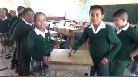 (Video) Estudiantes aprenden las tablas de multiplicar jugando, mientras Carla y El Feo demuestran qué tan bien se las saben