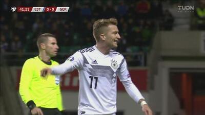¡Palo! Marco Reus estremece el metal y se salva Estonia