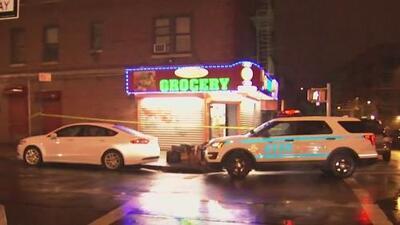 Buscan a tres sospechosos de cortarle el cuello a un joven de 15 años en El Bronx
