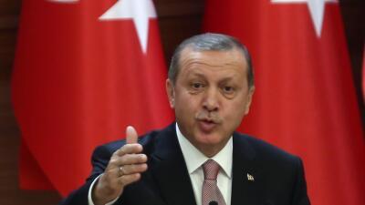 Erdogan amenaza con reabrir la frontera de Turquía a migrantes hacia Europa