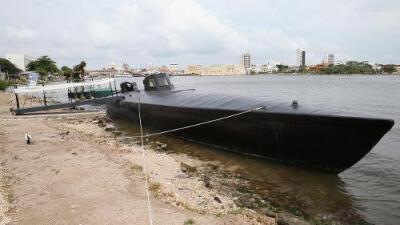 Dan fuerte golpe a una banda de traficantes que usó aviones y submarinos para traer cocaína a EEUU