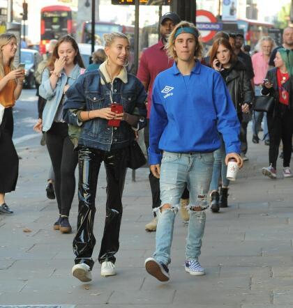 """Justin Bieber, de 25 años, y Hailey Baldwin, de 22,  <b><a href=""""https://www.univision.com/entretenimiento/justin-bieber-se-compromete-con-hailey-baldwin"""">se comprometieron</a></b> el 7 de julio de 2018."""