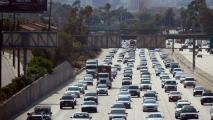 Se reporta un bloqueo en la autopista 405, cerca de la Golden West Street, la mañana de este viernes