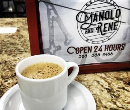 <b>Manolo & Rene Cafeteria,</b> permanece abierto las 24 horas del día en el Downtown de Miami, asi que puede tomarse su café no solo en la mañana sino cuando se le antoje.