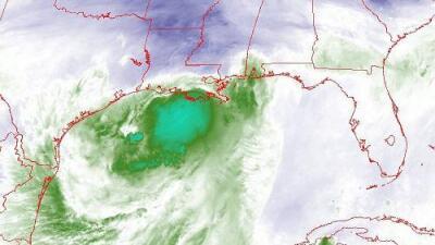Barry azota con fuertes lluvias y marejadas ciclónicas mientras se acerca a Louisiana