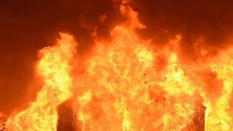 'Los Ángeles en un Minuto': Voraz incendio sorprendió a un negocio en Santa Ana