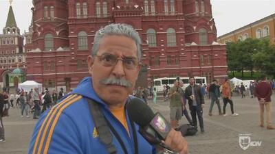 El 'Tuka' ya está en el mundial: visitó la Plaza Roja de Moscú y discutió con varios hinchas