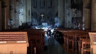 Un incendio arrasa con la catedral de Notre Dame de París: los bomberos logran extinguir las llamas y salvar las dos torres