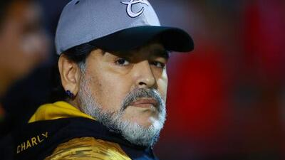 Maradona se sometió con éxito a cirugía de rodilla en Argentina