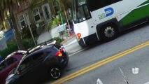 Atacan brutalmente a turistas en parada de bus en Miami Beach