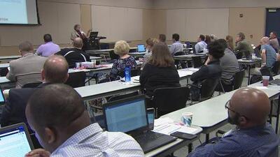 Condado de Harris ofreció un día de aprendizaje sobre seguridad cibernética para estudiantes y maestros