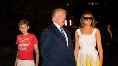 Otra vez atacan a Barron Trump por su ropa y (otra vez) Chelsea Clinton lo defiende