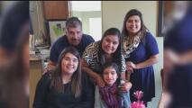 Familia hispana de Austin ve con esperanza la apertura del primer dispensario de aceite de cannabis en Texas