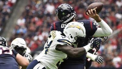 Brock Osweiler tiene día de pesadilla y los Chargers derrotan a los Texans