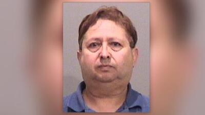 """""""Lo persiguieron hasta su auto"""": arrestan a hombre por frotar sus genitales mientras observaba a niños jugar"""